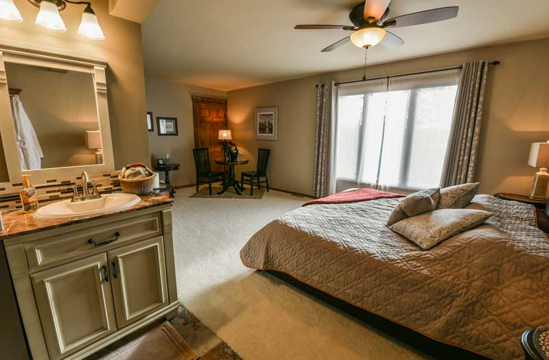 Photo of the Itasca Whirlpool suite